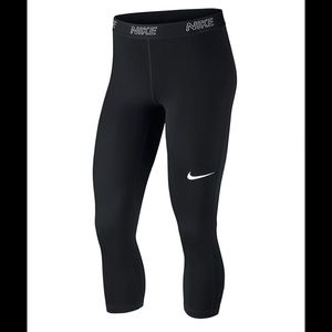 Nike Victory Training Capri Leggings